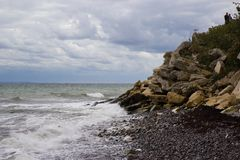 Vista de Stevns Kliff - penhascos de uma pedra calcária em Dinamarca Fotografia de Stock