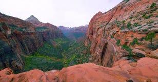 A vista de surpresa da garganta negligencia a fuga, parque nacional de Zion, Ut? imagem de stock