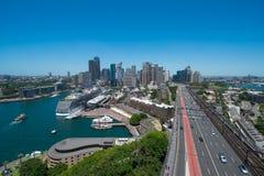 Vista de Sydneys CBD del puesto de observación del este del pilón Fotografía de archivo