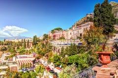 Vista de Taormina - recurso famoso em Sicília, Italia fotos de stock royalty free