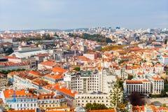 Vista de telhados alaranjados em Lisboa, Portugal Fotografia de Stock Royalty Free