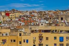 Vista de telhados antigos do Fes medina com antenas parabólicas Foto de Stock Royalty Free