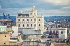Vista de telhados e do cais velhos de Havana Imagens de Stock Royalty Free