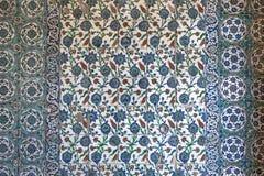 Vista de telhas da parede na mesquita azul, Istambul fotos de stock