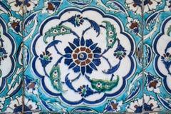 Vista de telhas da parede na mesquita azul, Istambul fotografia de stock