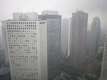 Vista de Tokio lluviosa del  metropolitano del åº del ½ del ±äº¬éƒ del  del æ del edificio del gobierno, Shinjuku, Japón imagenes de archivo