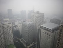 Vista de Tokio lluviosa del  metropolitano del åº del ½ del ±äº¬éƒ del  del æ del edificio del gobierno, Shinjuku, Japón fotografía de archivo
