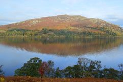 Vista de Ullswater no outono imagens de stock