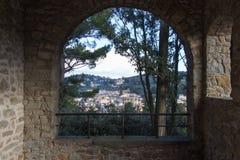 A vista de um arco de San Francesco Monastery em Fiesole, Tus imagens de stock royalty free