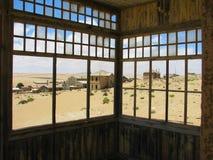 Vista de um balcão na cidade fantasma Kolmasnkop fotografia de stock royalty free