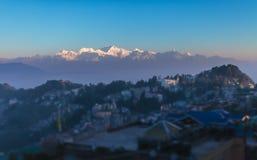Vista de um cume da montanha de Kanchendzhonga, do neighborhoo fotos de stock