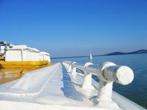 Vista de um ferryboat pequeno Imagens de Stock Royalty Free