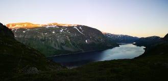 Vista de um lago imagens de stock royalty free
