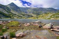 Vista de um lago glacial no parque nacional Rila, Bulgária Imagens de Stock Royalty Free