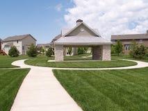 Vista de um pavilhão ao ar livre do piquenique Imagem de Stock