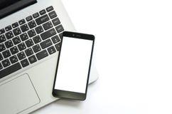 Vista de um portátil na definição alta e do isolado móvel no branco Imagem de Stock Royalty Free