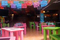 Vista de um terraço quieto e colorido na praia do Playa del Carmen, México foto de stock royalty free