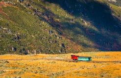 Vista de um trem na montagem Washington Cog Railway da soma fotografia de stock