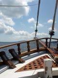 Vista de um veleiro, Santorini, Grécia imagem de stock