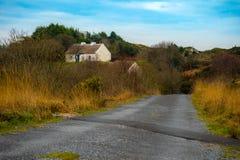 Vista de uma casa de campo Rosmuck, Connemara, Co Galway imagem de stock