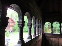 Vista de uma igreja da pauta musical no Norsk Folkemuseum foto de stock royalty free