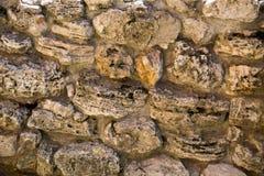 Vista de uma parede das pedras de texturas dos fundos das formas irregulares para o projeto gr?fico fotografia de stock royalty free