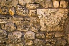Vista de uma parede das pedras de texturas dos fundos das formas irregulares para pap?is de parede do projeto gr?fico imagem de stock royalty free