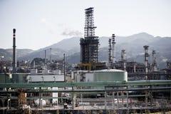 Vista de uma planta de refinaria de petróleo Foto de Stock Royalty Free