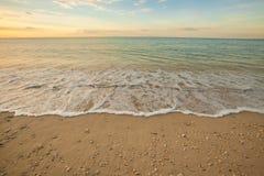 vista de uma praia antes do por do sol Fotos de Stock Royalty Free