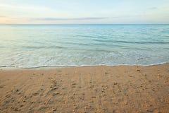 vista de uma praia antes do por do sol Fotografia de Stock