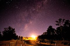 Vista de uma rua às estrelas Fotografia de Stock