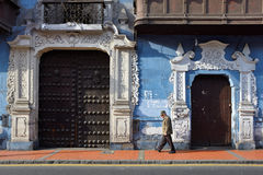 Vista de uma rua na cidade velha da cidade de Lima, Peru Foto de Stock Royalty Free