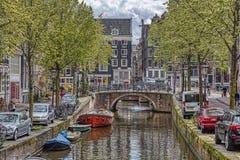 Vista de un canal en Amsterdam fotografía de archivo