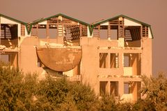 Vista de un hotel abandonado arruinado viejo Foto de archivo libre de regalías