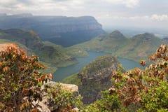 Vista de un lago hermoso de la montaña Fotografía de archivo libre de regalías