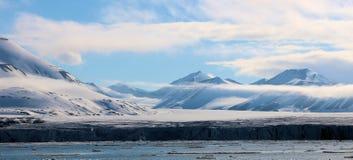 Vista de un paisaje ártico Fotos de archivo libres de regalías
