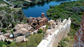 Vista de un pequeño pueblo en España fotografía de archivo libre de regalías