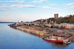 Vista de un terraplén más bajo de Volga en Nizhny Novgorod Imagen de archivo libre de regalías