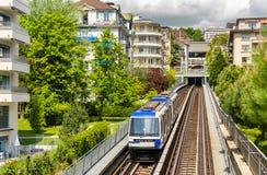 Vista de un tren del metro en Lausanne Foto de archivo