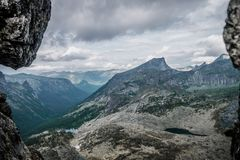 Vista de un valle de la monta?a fotos de archivo