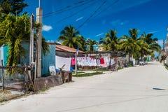 Vista de una calle en el pueblo del calafate de Caye, Beli imagen de archivo libre de regalías