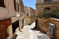 Vista de una calle en Ermoupolis Syros, Grecia Imágenes de archivo libres de regalías