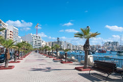 Vista de una calle en Sliema, Malta Foto de archivo