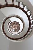 Vista de una escalera espiral Fotos de archivo libres de regalías