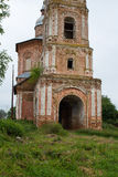 Vista de una iglesia abandonada vieja en la ciudad de Suzdal Rusia Fotografía de archivo