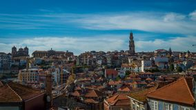 Vista de una parte de Oporto imagen de archivo