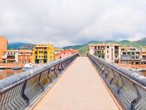 Vista de una pasarela en la ciudad de Bosa Imagenes de archivo