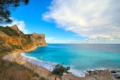 Vista de una playa mediterránea de la costa Fotografía de archivo libre de regalías