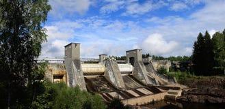 Vista de una presa de central hidroeléctrica Imagen de archivo