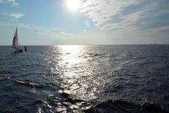 Vista de una superficie del agua del golfo de Finlandia San Pedro Fotos de archivo